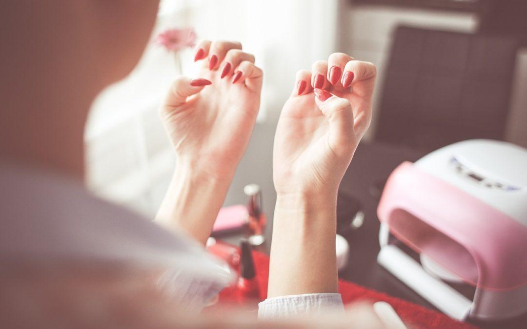 Ongle porcelaine : Comment prendre soin des ongles en porcelaine ?