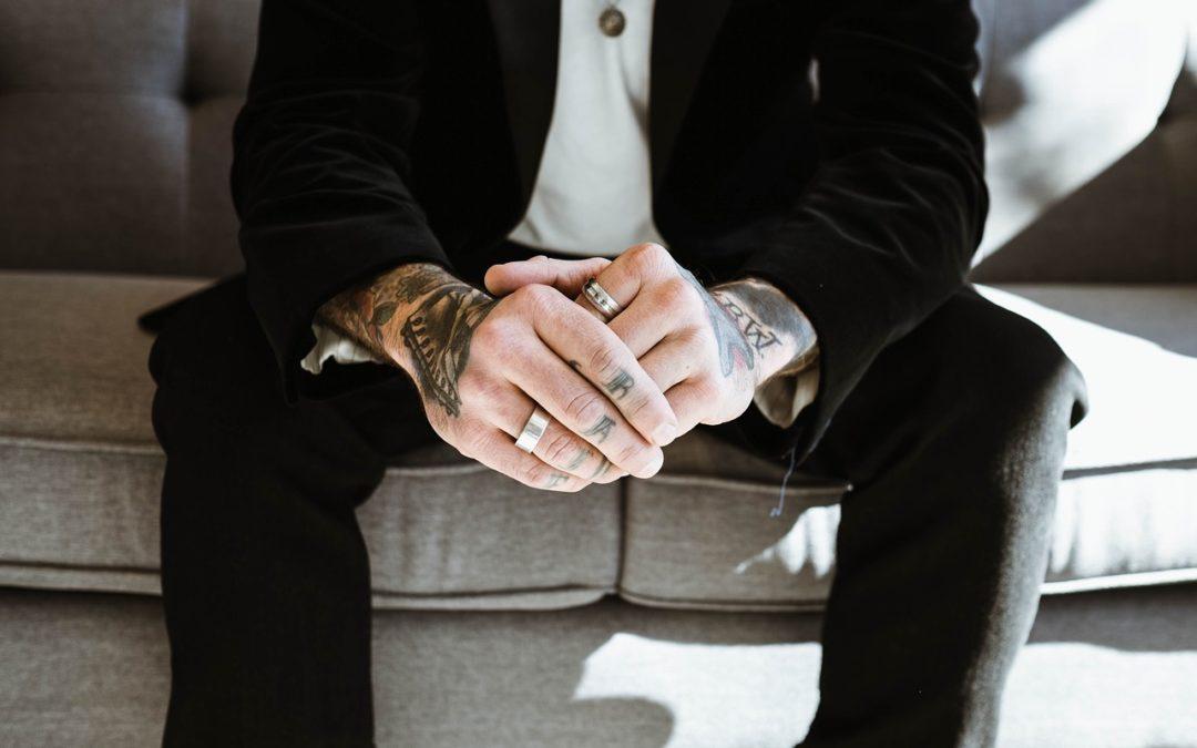Finger tattoos : Quelle est la durée de vie d'un tatouage au doigt ?